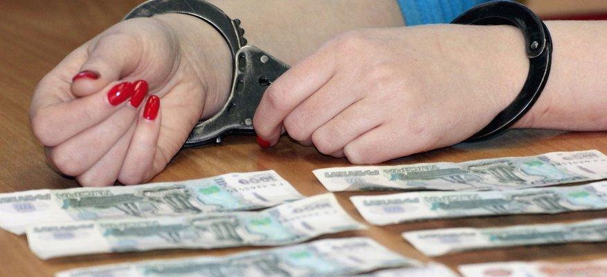 Директор ДК пять лет вымогала деньги у подчинённых